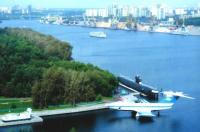 U-Boot und Ekranoplan in Museum in Moskau